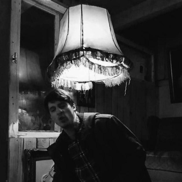 Ute Ungewiss mit Lampe